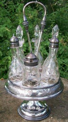 Meriden Silverplate Victorian 6-Bottle Castor Set
