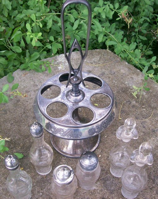 Rogers & Brothers Victorian Silver-Plate Castor Set: 6 Bottles with Holder