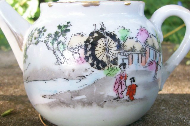 Geisha Girl Teapot/ Creamer/ Sugar: Water Wheel/ Mill