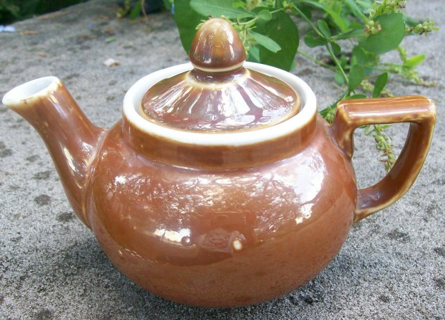 Fraunfelter China Teapot: Zanesville Ohio Brown Glaze Restaurant Ware