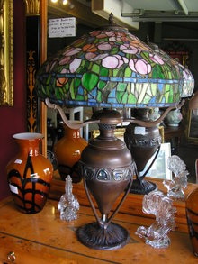 BRONZE STAINED GLASS TULIP LAMP AM. MADE
