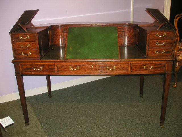 An English Late 19th Century Carlton House Desk in Mahogany
