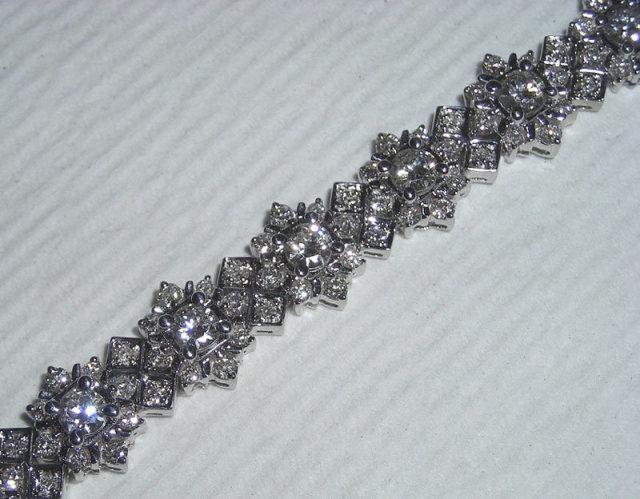 8 carats GORGEOUS tennis bracelet antique look