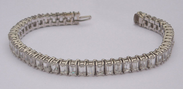 16.5 carats emerald cut DIAMOND TENNIS BRACELET VVS