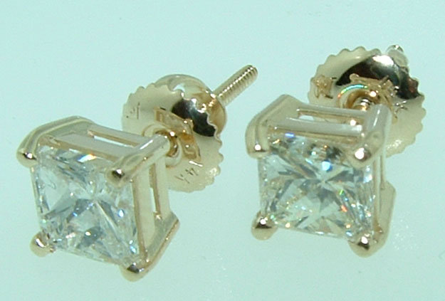 1.5 carats F VVS1 diamond studs YELLOW GOLD earrings