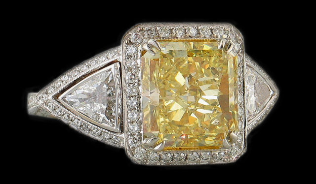 2.75 cts. diamond ring Yellow canary fancy diamond ring