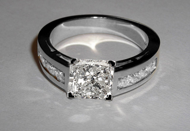 Princess cut diamond ring 2.76 ct. diamonds & gold ring
