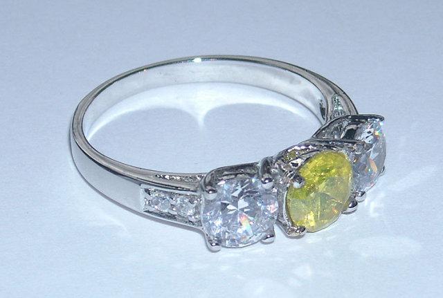 3.35 carats FANCY YELLOW CANARY DIAMOND ring 3 stone