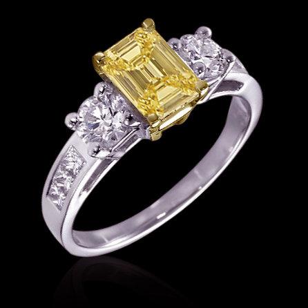 3.01 ct. Yellow canary diamonds 3-stone ring emerald