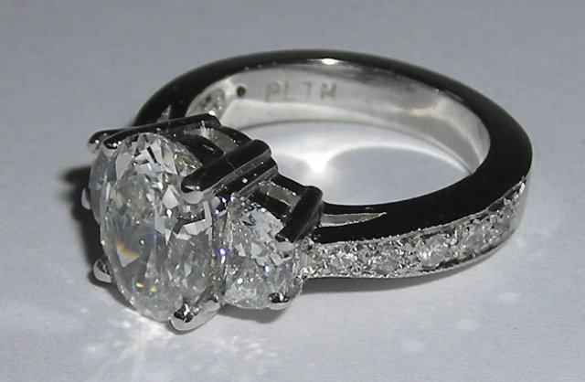 3.51 carats white gold OVAL DIAMOND engagement ring