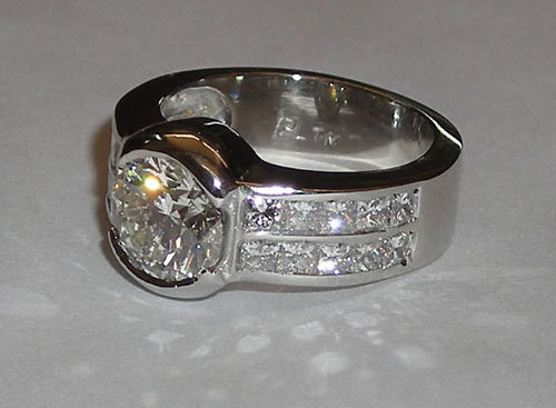 5 CARAT engagement ring solitaire with accents platinum
