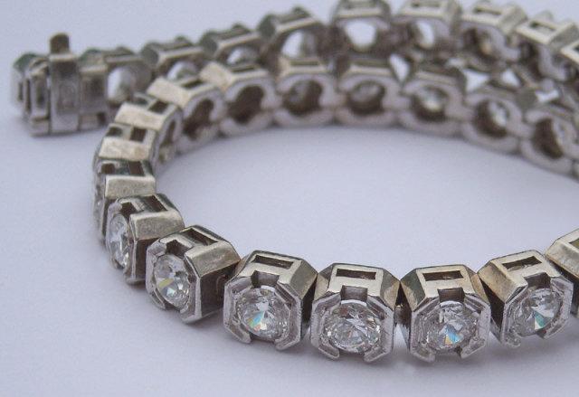 15.85 carats VS DIAMOND half bezel new TENNIS BRACELET