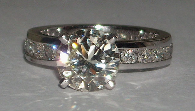 6.01 carats diamond engagement ring and band set
