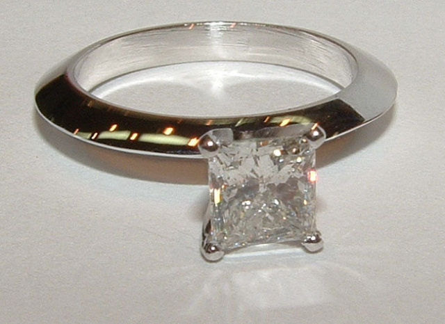 1.75 ct. F VS1 diamond solitaire engagement ring gold