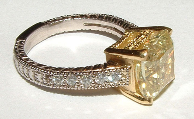 3.50 Ct. CANARY & white diamonds ring two tone gold new