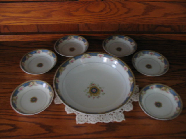 HAVILAND LIMOGES BERRY BOWL SET