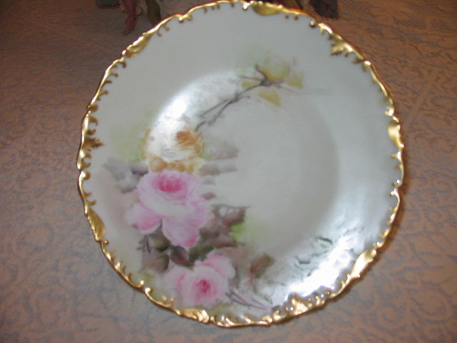 T & V LIMOGES PLATE WITH ROSES