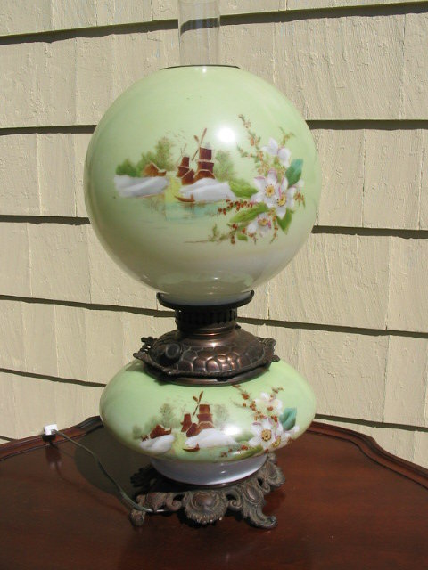 ANTIQUE GONE WITH THE WIND LAMP