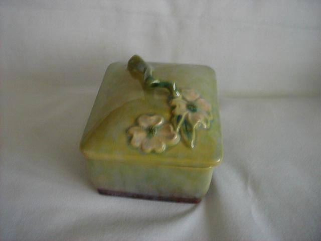 Roseville Wincraft Snowberry Cigarette Box