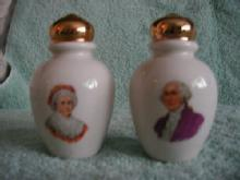 George and Martha Washington Souvenir Shakers