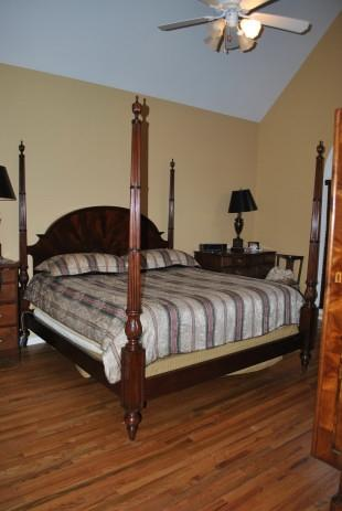 Finest King Size Flaming Mahogany Federal Style Poster Bed, Kingsize, $8000 Retail LH-4378
