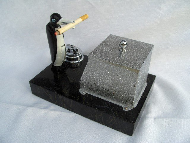 1930 Ronson New Yorker Penguin Pick-A-Cig
