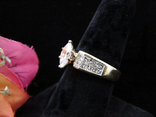 Lady's 18K Marquis Diamond Ring
