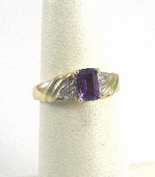 10 Karat Yellow Gold Ring Amethyst Accent Diamonds Size 4-1/4 Ridge Accents