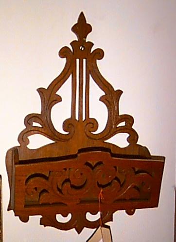 Hanging letter box
