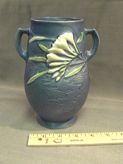 Roseville Vase Freesia 120-7