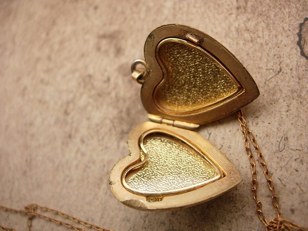 antique Victorian mixed metal Sweetheart Heart Locket Necklace