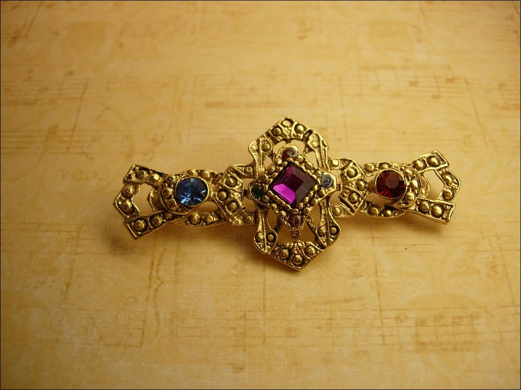 Vintage Baroque Rhinestone Renaissance brooch with rhinestones