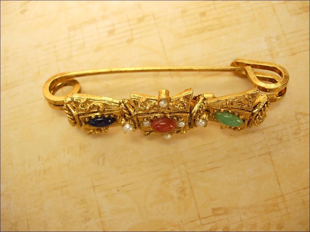 Vintage Edwardian style pearl brooch