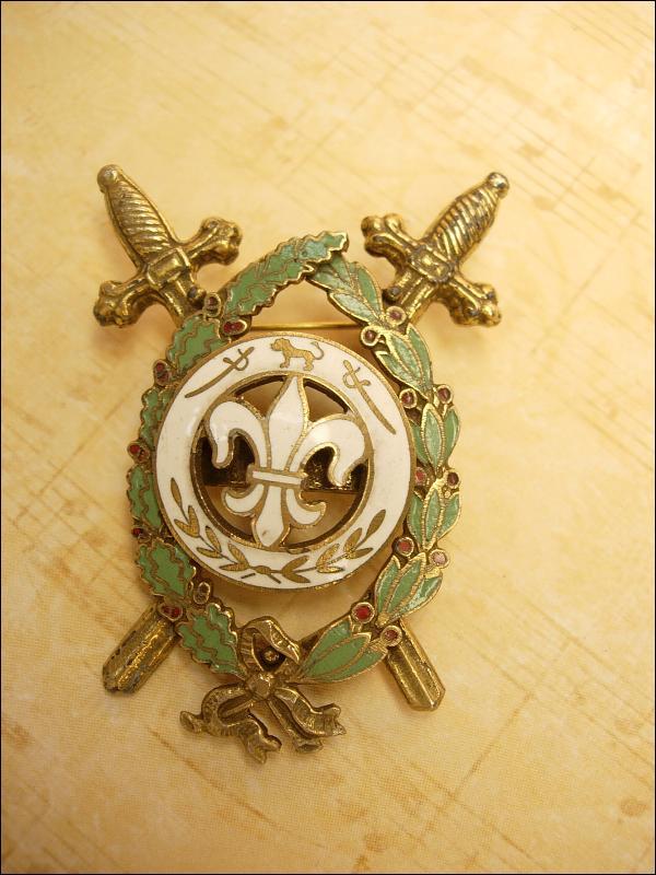 Vintage Enamel Medieval Fleur de lis Crossed swords Brooch