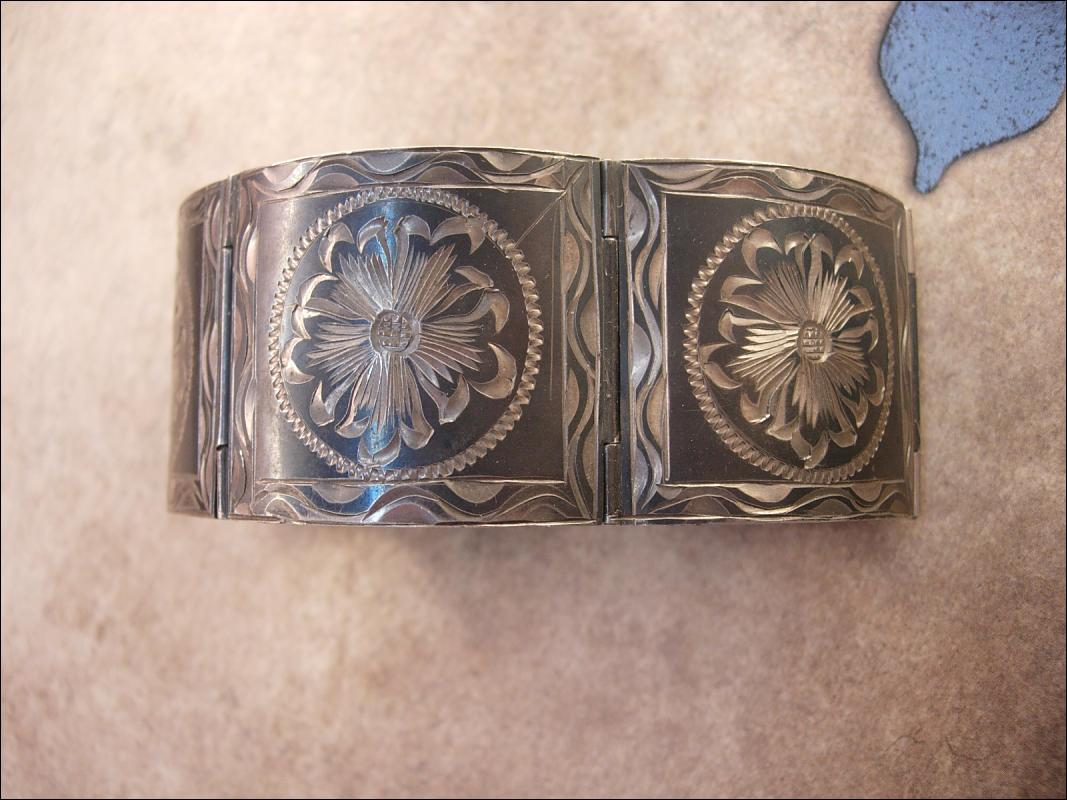 HUGe Vintage Sterling  MExican signed hinged bracelet 75 grams 1920's hallmarked