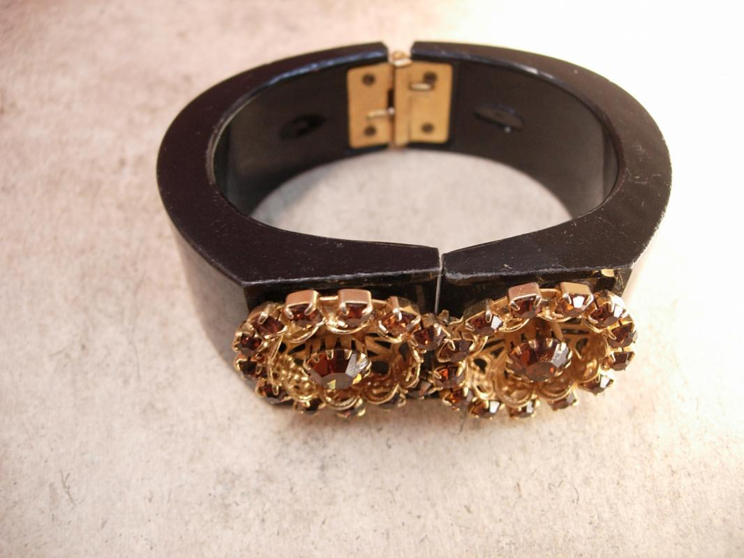 Vintage Rhinestone clamper Bracelet golden florettes Bangle