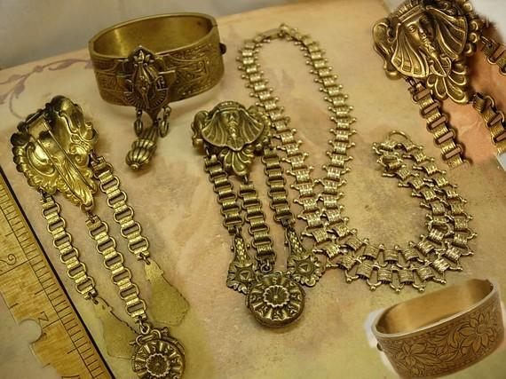 VIntage bookchain bracelet Necklace Art Deco Egyptian Revival Pharaoh parure and fur clip