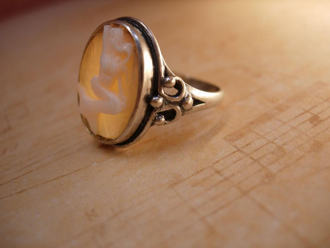 Vintage Sterling Mermaid Cameo Ring Fancy setting hallmarked Mythical Nude Goddess siren