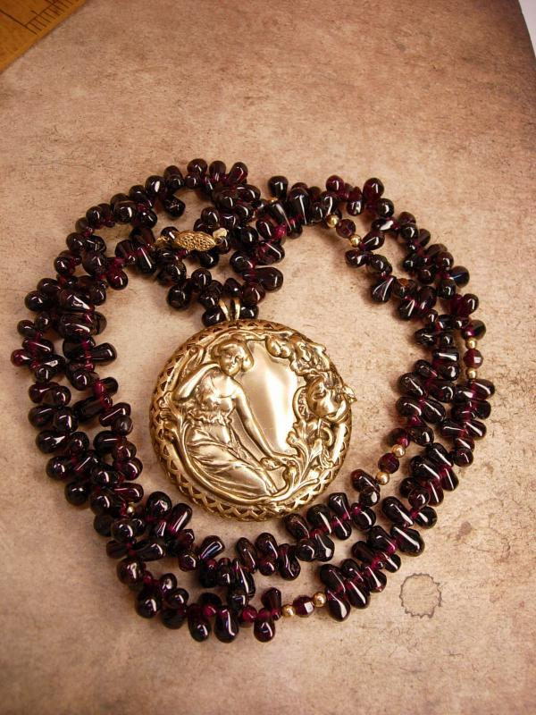 Vintage 40ct Garnet 14kt gold Nouveau Necklace Goddess with Flowers pendant