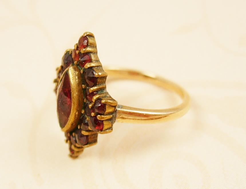 Antique 14kt GOld Bohemian Garnet Ring Marquise setting
