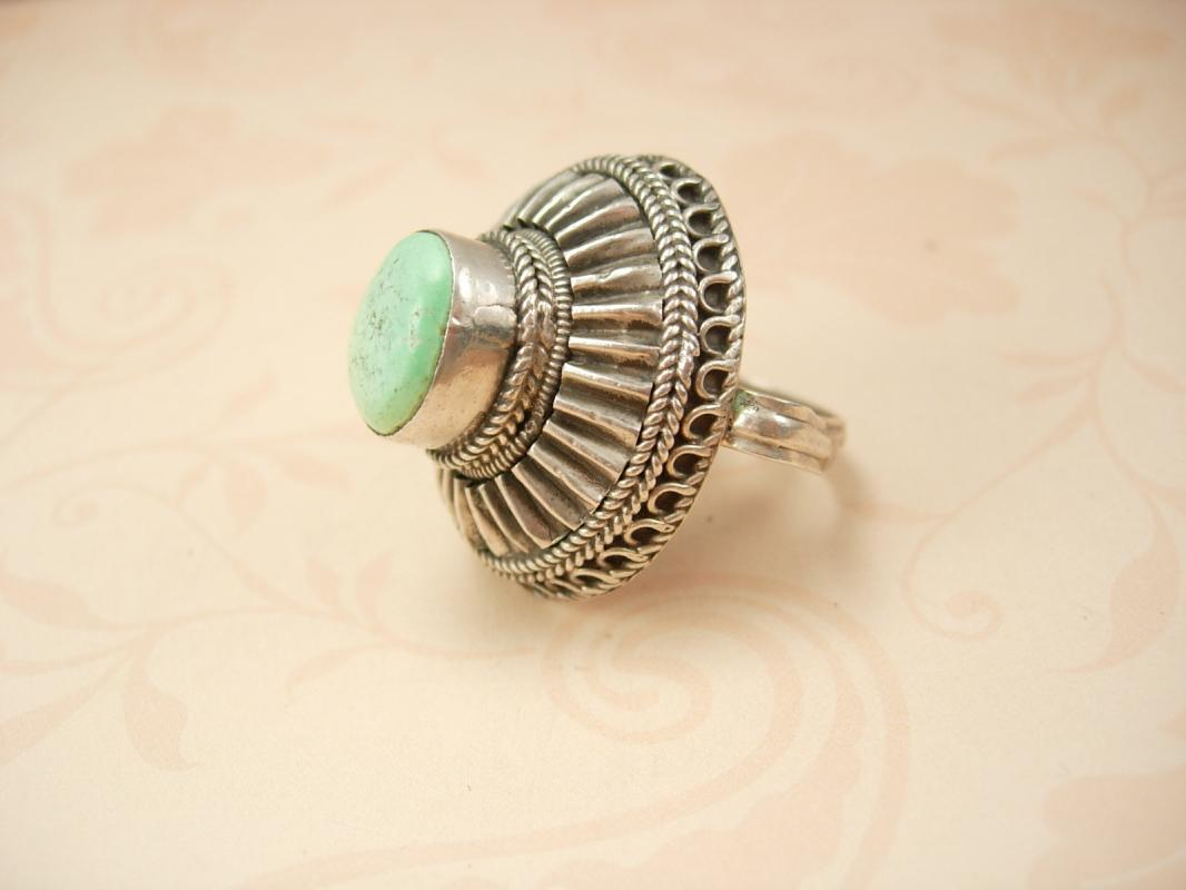 Vintage Sterling Bedouin Ring huge Turquoise Turkish setting Statement ring 20.4 grams