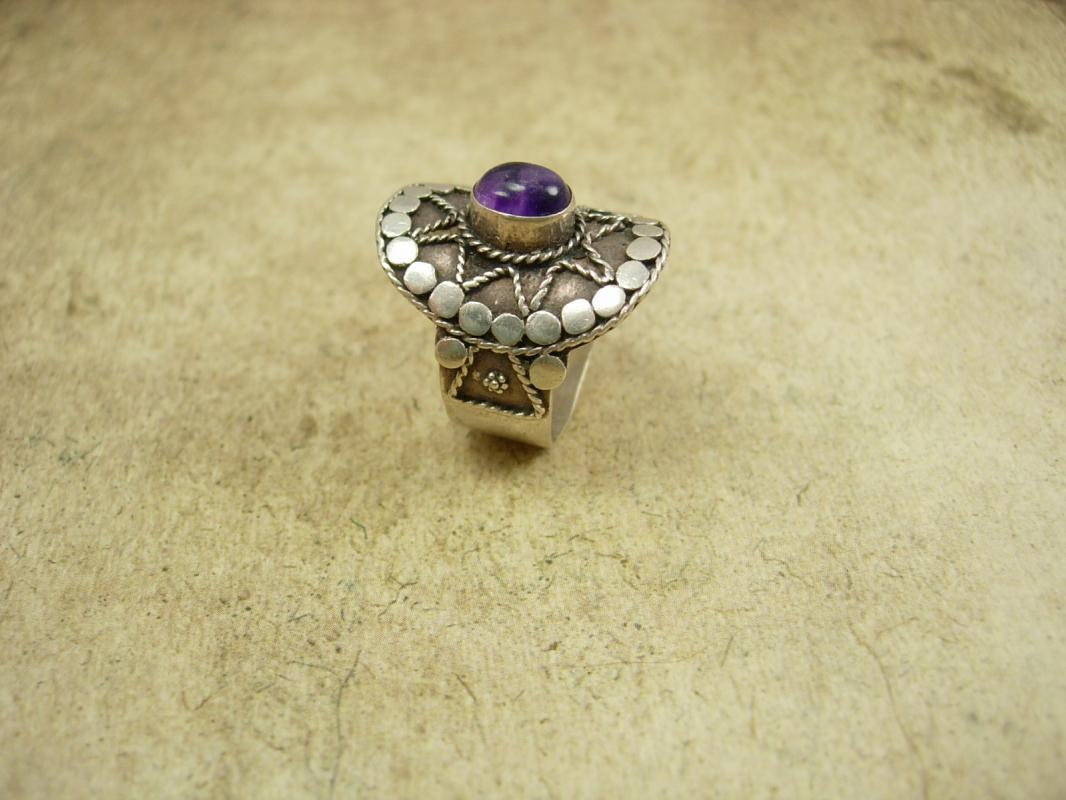 Vintage Mystical amethyst star Etruscan ring Sterling Hand wrought Aquarius birthstone