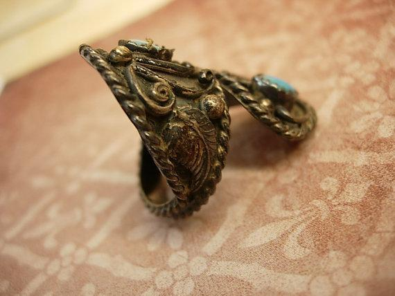 Vintage INdian sterling turquoise ring large setting with ornate etruscan work SIGNED