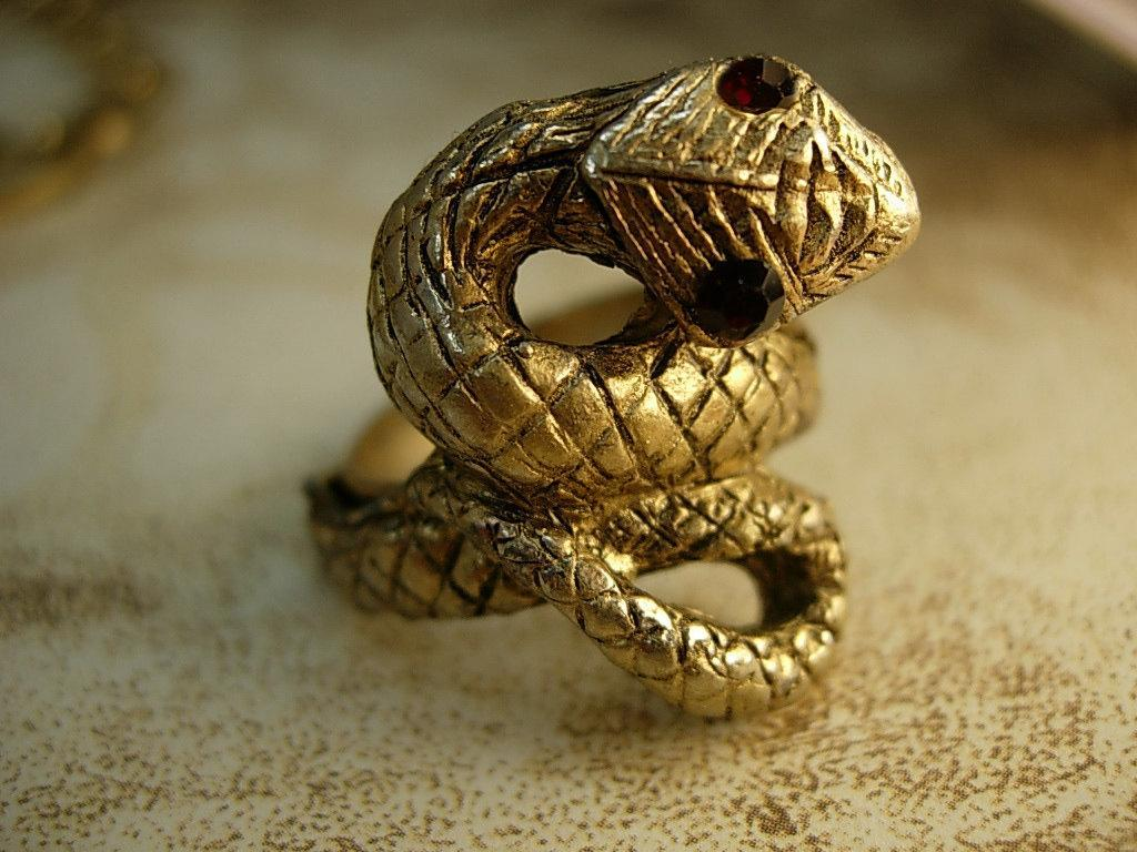 VIntage Snake ring serpent with red eyes costume jewelry