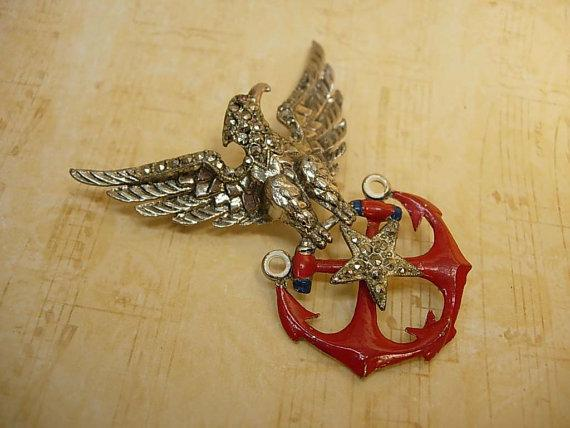 1940 vintage Eagle patriotic brooch with rhinestones and red enamel stars unsigned beauty