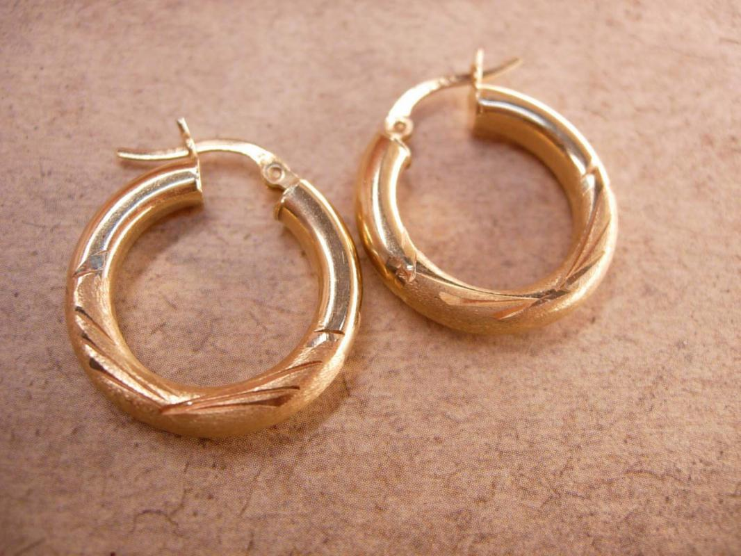 VIntage 14kt GOld fancy Hoop earrings 2.5grams