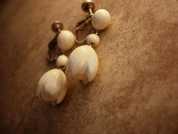 Vintage Ivory Pikake Hawaiian Earrings Jasmine flower Hawaiian PRincess