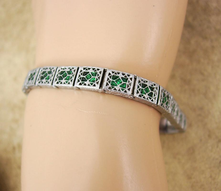 Vintage ART DECO  FILIGREE Bracelet 85 green glass Stones  GRILL work hinged bracelet