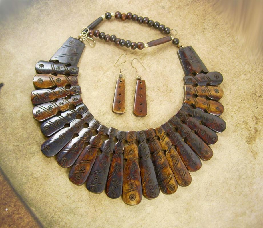 Vintage PRIMITIVE carved NEcklace HUGE BIB collar & Earrings