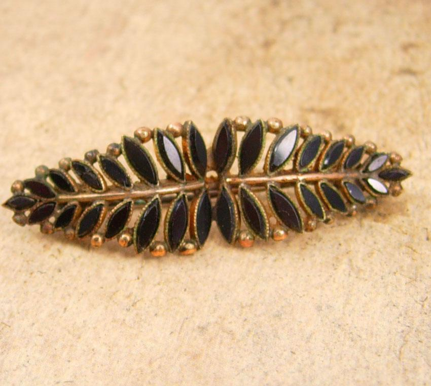 ANtique Victorian Brooch HAnd set black MOURNING petit feather design